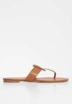 edit - Luca T-bar sandal - tan