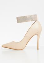 Sissy Boy - Cuff love. court with diamanté ankle strap - neutral