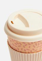 Excellent Housewares - Bamboo on-the-go speckle mug - pink & orange