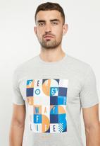 Ben Sherman - Squares slogan tee - grey