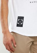 S.P.C.C. - Kennett premium scooped hem t-shirt - optical white