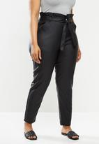 Missguided - Plus coated paperbag waist jeans - black
