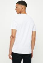 GUESS - Short sleeve Guess core triangle tee -  white