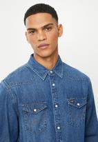 Wrangler - Denim regular fit  shirt - light blue