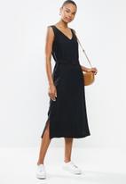 edit - Deep vpkt collumn dress - black