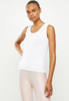 Move Pretty - The jade tank - white
