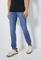 Superbalist - Cade slim cuffed jeans - blue