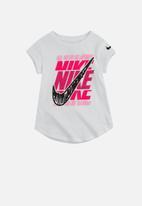 Nike - Scribble block swsh short sleeve tee - white