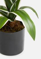 Silk By Design - Yucca bush in pot - green