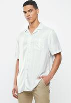 Cotton On - Textured short sleeve shirt - grey & white