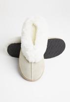 Karu - Sleek suede wool inner slipper - sand