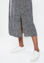 edit - Pull on slit midi skirt - black & white