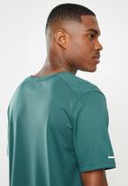 Nike - M nk df miler top wr gx - green