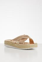 Seduction - Criss-cross flatform sandal - rose gold
