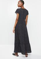 edit - V-neck wide shoulder maxi - black & cream
