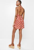 Missguided - Polka dot high neck playsuit - rust & white