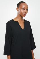 edit - 3/4 sleeve notch neck high low tunic - black