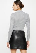 Missguided - 2 tone knit ribbed high neck cropped top -grey
