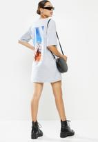 Missguided - Oversized T-shirt dress short sleeve daisy graphic - grey