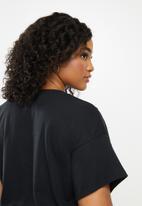 Blake - Cropped oversized tee- black