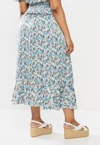 Glamorous - Plus co- ord ditsy skirt - blue