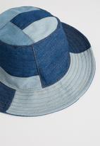 Superbalist - Patchwork denim bucket hat - blue