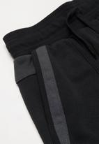 Nike - B nsw nike air ft short - black