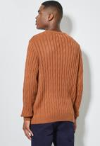 Superbalist - Regular fit cable knit jersey - tobacco