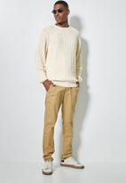 Superbalist - Regular fit cable knit jersey - neutral