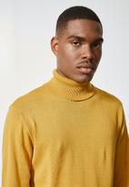 Superbalist - Basic roll neck slim fit knit - mustard