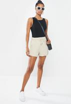 Missguided - Petite drawcord runner shorts - grey