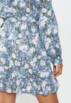 Missguided - Petite ruched side button tea dress floral - blue