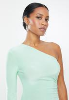 Missguided - Petite slinky one sleeve ruched mini dress - green
