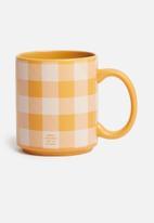 Typo - Daily mug - mustard gingham