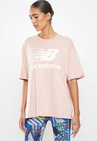 New Balance  - Essentials stacked logo oversized tee - pink
