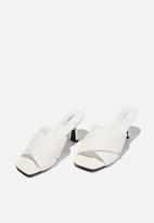 Cotton On - Sofia soft volume heel - white
