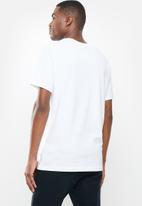 Nike - Nsw icon futura short sleeve tee - white
