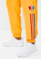adidas Originals - 3D 3 stripe trackpants - gold
