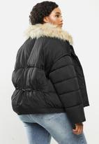 Missguided - Plus ultimate fur collar puffer jacket - black