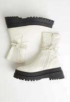 Public Desire - Finale boot - neutral
