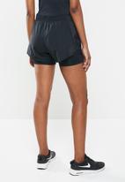 Nike - 2 in 1 running shorts - black