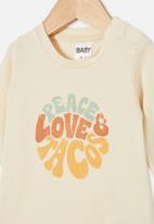 Cotton On - Jamie long sleeve tee - dark vanilla/peace love tacos