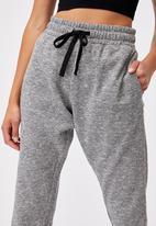 Cotton On - Lifestyle gym track pant - black varsity