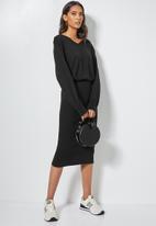 Superbalist - V-neck knitwear dress with ribbing detail - Black