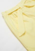 POP CANDY - Girls shorts with belt - yellow