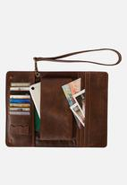 Escape Society - Conquest travel wallet - dark brown