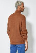 Superbalist - Chunky textured roll neck knit - brown