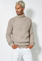 Superbalist - Chunky textured roll neck knit - beige