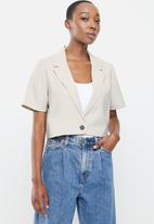 Cotton On - Ultimate short sleeve crop blazer - taupe