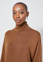 Superbalist - Poloneck dress with dropped shoulder - tobacco